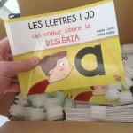 Los ejemplares del cuento sobre la dislexia en papel, recién recibidos de la imprenta.