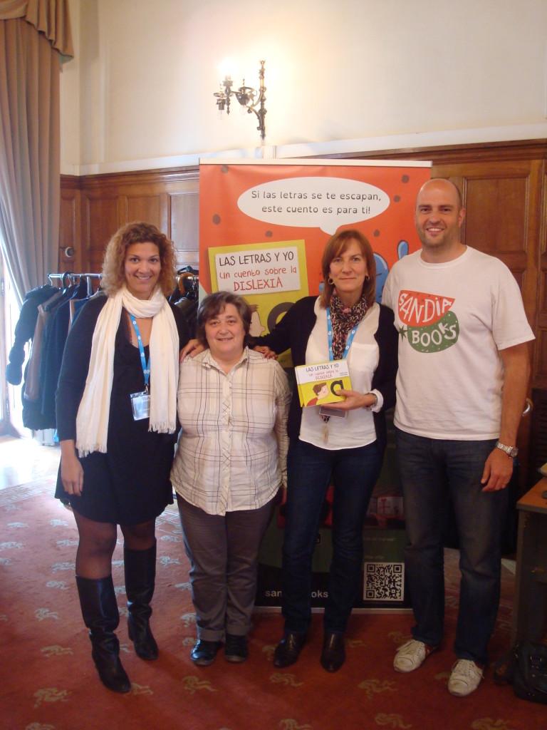Alicia y Ricard de Sandia Books (extremos) junto a Jule y Elena de Dislebi (centro).